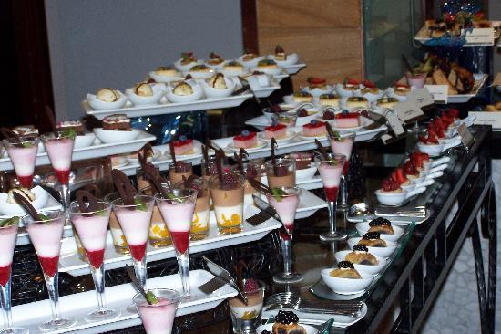 Danat Jebel Dhanna Resort: Teil des Nachspeisenbuffets