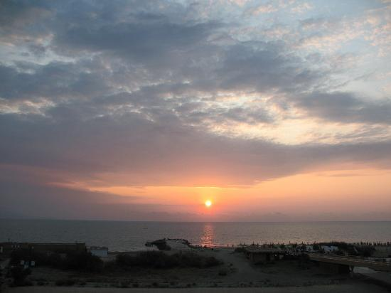 Grand Hotel Pomorie : Sunrise pictured from the balcony