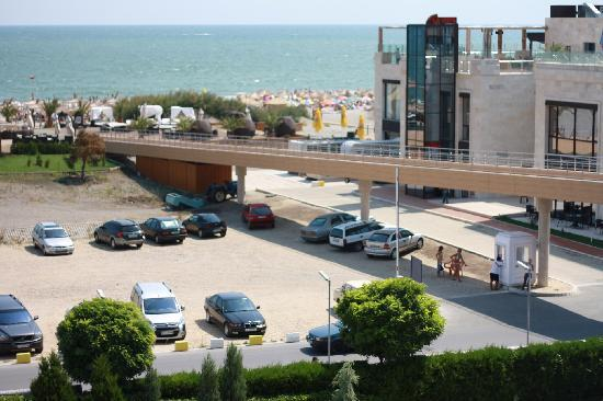 Grand Hotel Pomorie : A bridge between the hotel and beach