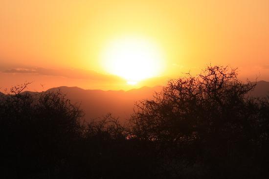 Oremiti Lodge: coucher de soleil de la terrasse
