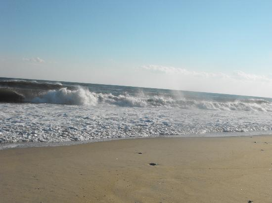 Breakers MTK: across the street