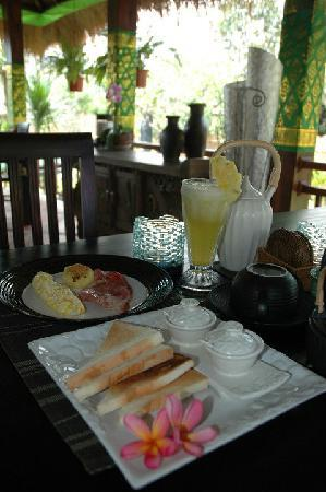 Lullaby Bungalows: breakfast