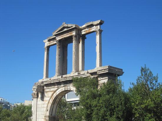 Arch of Hadrian (Pili tou Adrianou)