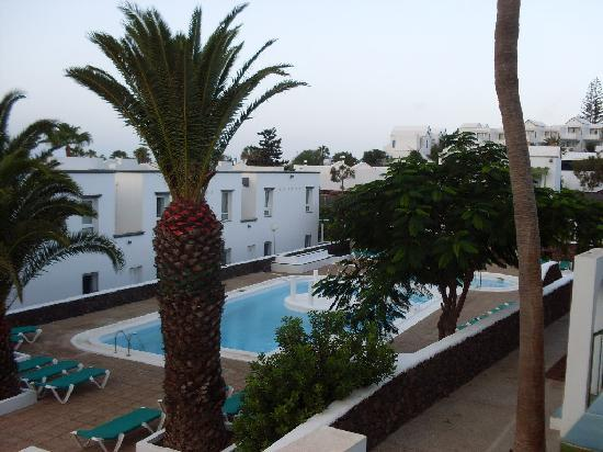 Apartamentos Guacimeta Lanzarote: the pool and gardens
