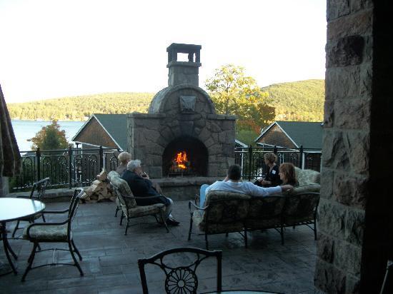 The Inn at Erlowest Restaurant : fireplace on terrace