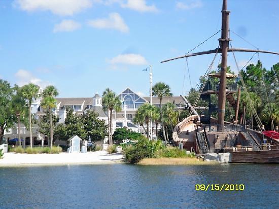 Disney's Beach Club Resort: Pirate ship slide at hotel