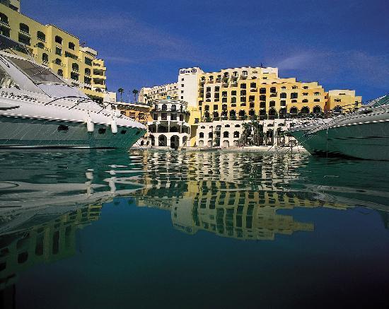 Hilton Malta: Hotel shot from Yacht Marina