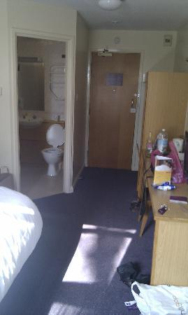 Premier Inn Liverpool (Tarbock) Hotel: The Roomy Room!