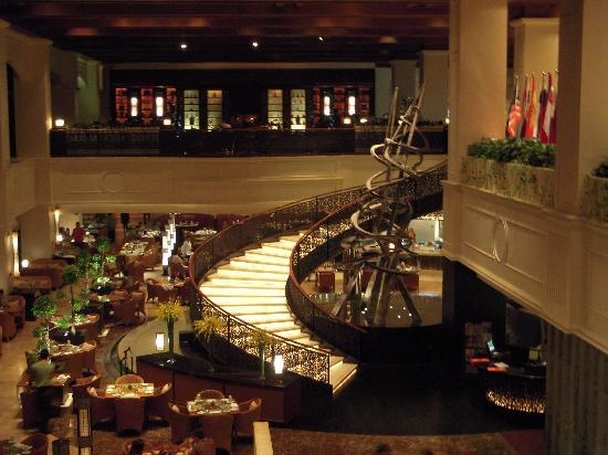 Sofitel Philippine Plaza Manila: The Hotel Lobby