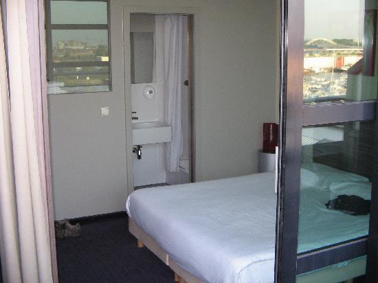 BEST WESTERN Hotel Docklands: Zimmer, mit Blick auf Naßzelle