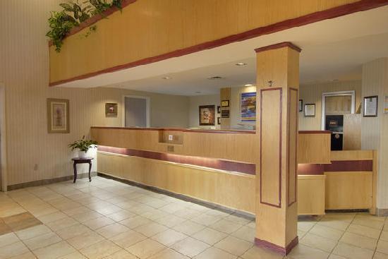 Quality Suites Quebec City: Staff on site 24/7