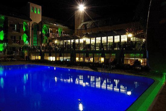 Ambassador Plaza Hotel : Hotelpool
