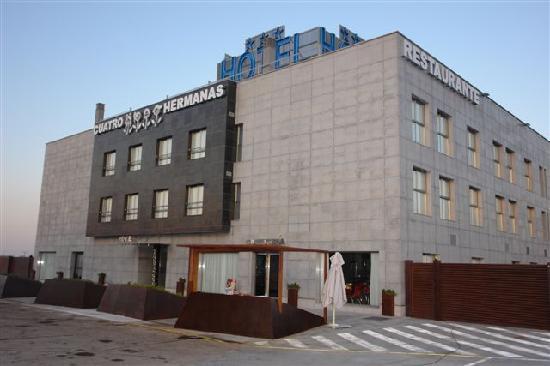 Hotel Cuatro Hermanas: Fachada Hotel