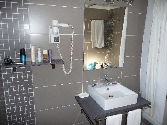 Parque Monte Verde Apartments: The bathroom