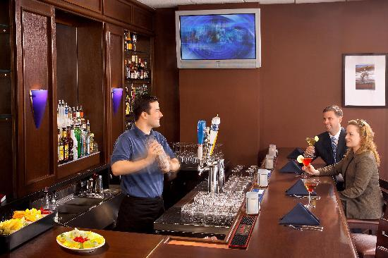 Salem Waterfront Hotel & Suites: Enjoy your favorite cocktail after a long day at work or after a day exploring all of the sites