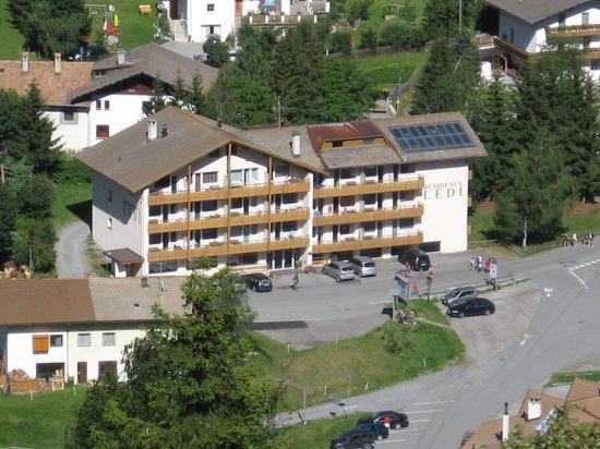 San Valentino alla Muta, Italia: il residence visto dalla montagna di fronte