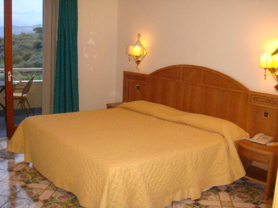 Grand Hotel Vesuvio: Room 232