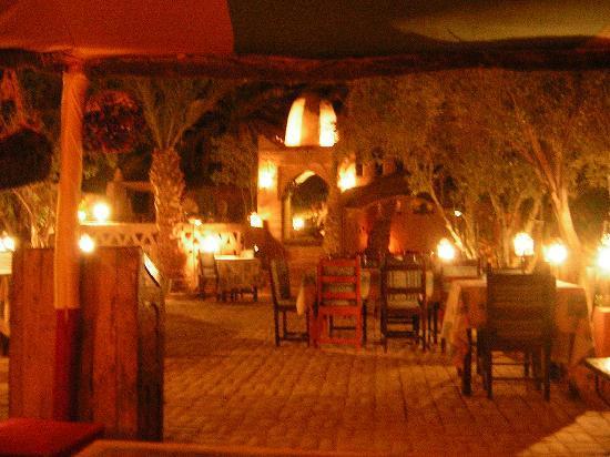 Auberge  Derkaoua: le jardin détente
