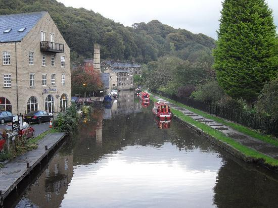 ‪‪Hebden Bridge‬, UK: The Canal running through Hebdon Bridge‬