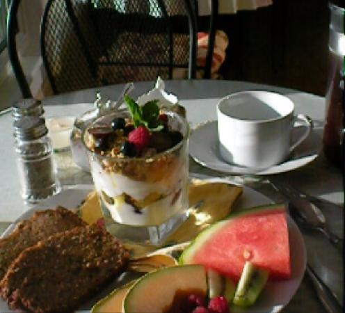 The Maven Gypsy Bed & Breakfast & Cottages: One of the marvelous Maven's breakfast