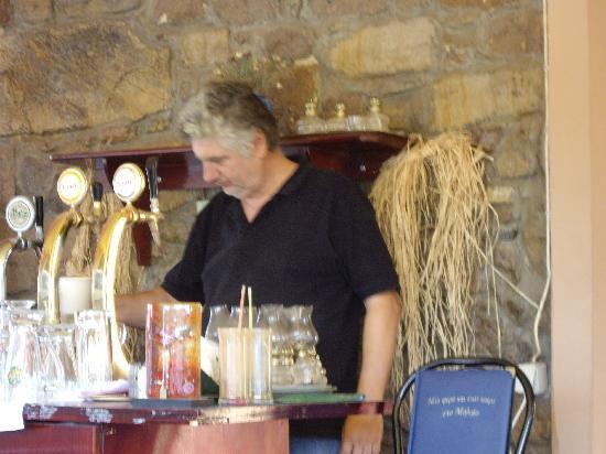 Coco Cafe Restaurant: Kostas