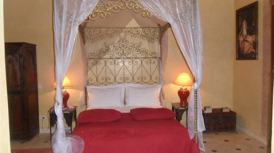 Riad Reves D'orient: Four poster bed