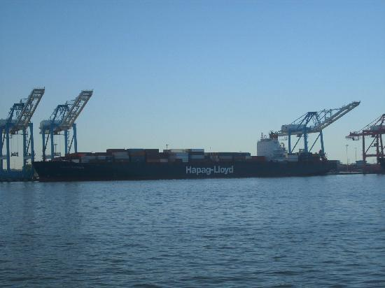 Miss Hampton II Cruises: Container ship being loaded