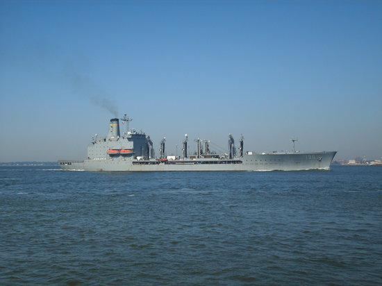 Хэмптон, Вирджиния: USNS Kawanah headed out of Hampton Roads