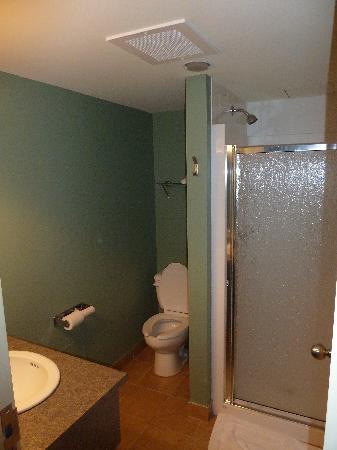 Kuujjuaq Coop Hotel: Bathroom