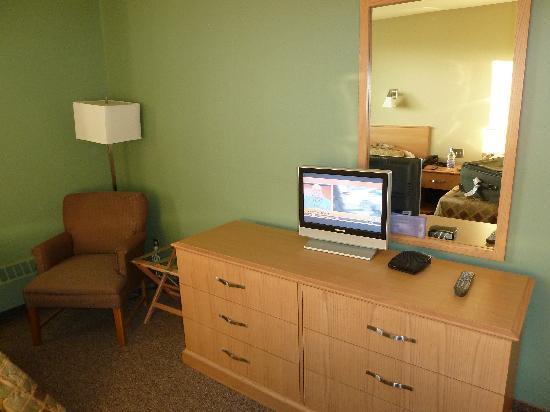 Kuujjuaq Coop Hotel: Small tv but OK!