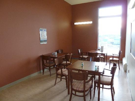 Kuujjuaq Coop Hotel: Sharred dining room