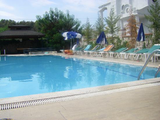 Bezay Hotel: Pool sde view