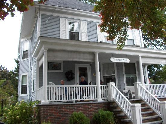 Fleetwood House Bed and Breakfast: The front of Fleetwood House