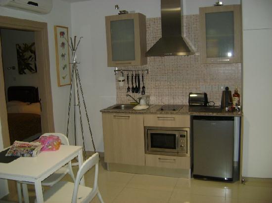 Frixos Suites Hotel apts : Kitchen area