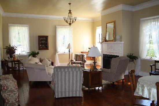 Bed & Breakfast at Oliver Phelps: Beautiful Living Room