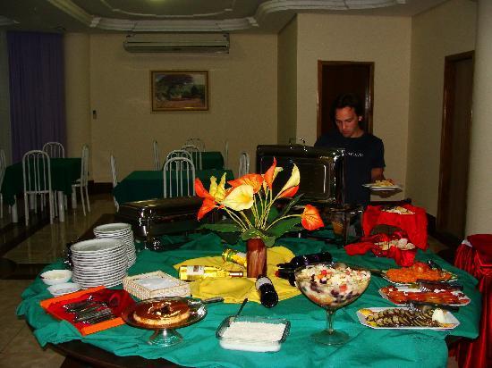 Iguassu Holiday Hotel: comida rica!!