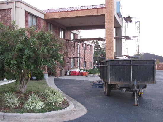 Lamar Inn & Suites: Front entrance