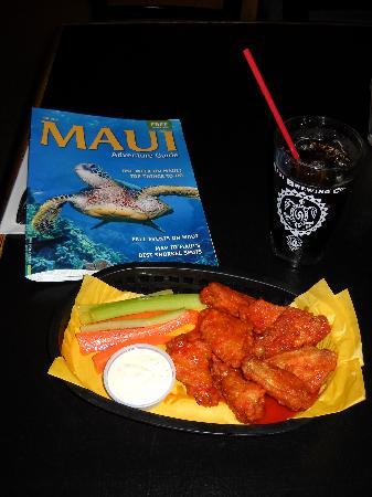 Maui Brewing Co. Brewpub: buffalo wings hot and yummy