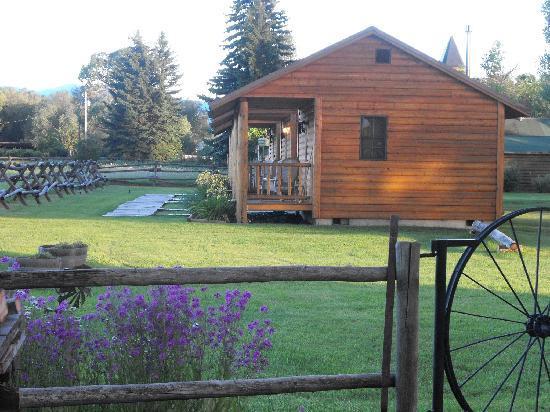 Elijah's Rest Cabins & Breakfast: Cabins Sideview