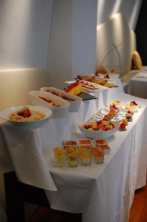 W52: Lunch Dessert Buffet