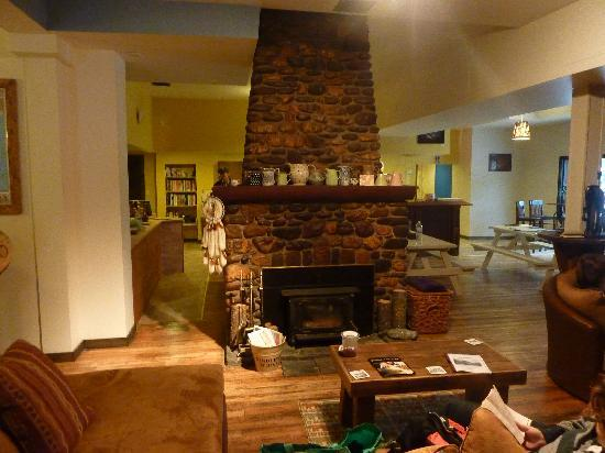 Dreamcatcher Hostel: Check out the fire place.