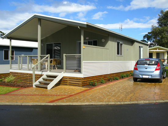 Huskisson White Sands Holiday Park: The cabin has big deck facing the sea