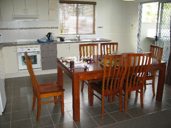 Huskisson White Sands Holiday Park: The kitchen/living room is superbly appointed