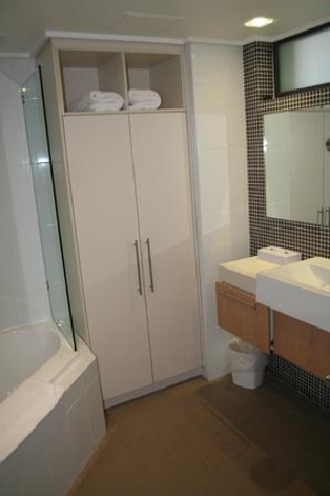 Grand Mercure Apartments Heritage Park : Bathroom