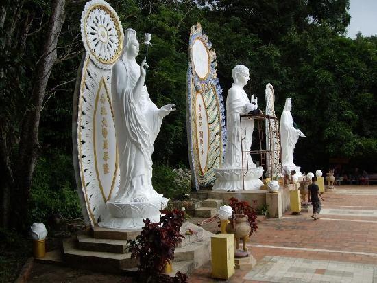 Linh Son Truong Tho pagoda: Tak Buddhist mountain