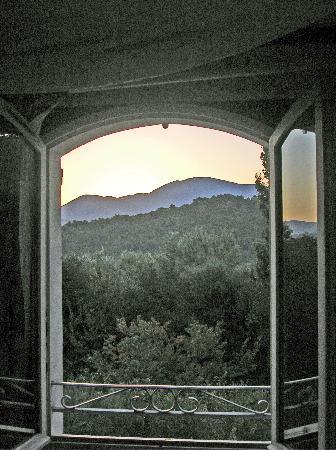 Le Mas d'Helene: Blick aus Zimmer zum Mt Ventoux