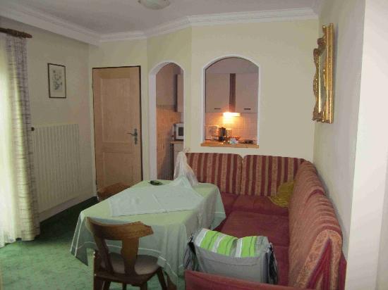 Gasthof-Pension Gebirgshäusl: Wohnzimmer Ferienwohnung