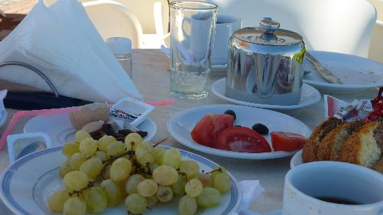 Breakfast at villa Marina