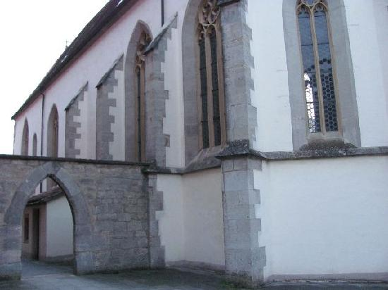 Holy Ghost Church: entrancegate to the courtyard