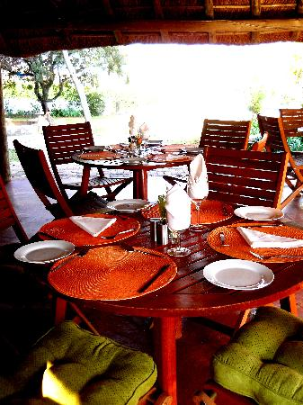 Mbokoto Country Lodge & Spa: lunch in the lapa
